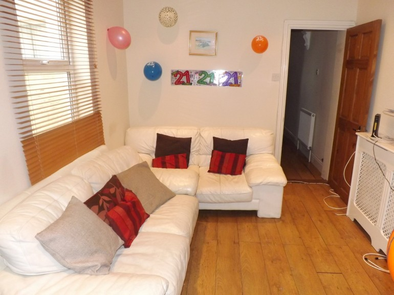 *NO STUDENT FEES 2020* Baileys Road, Southsea